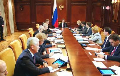 Медведев рассказал о новых проектах в сферах образования и медицины