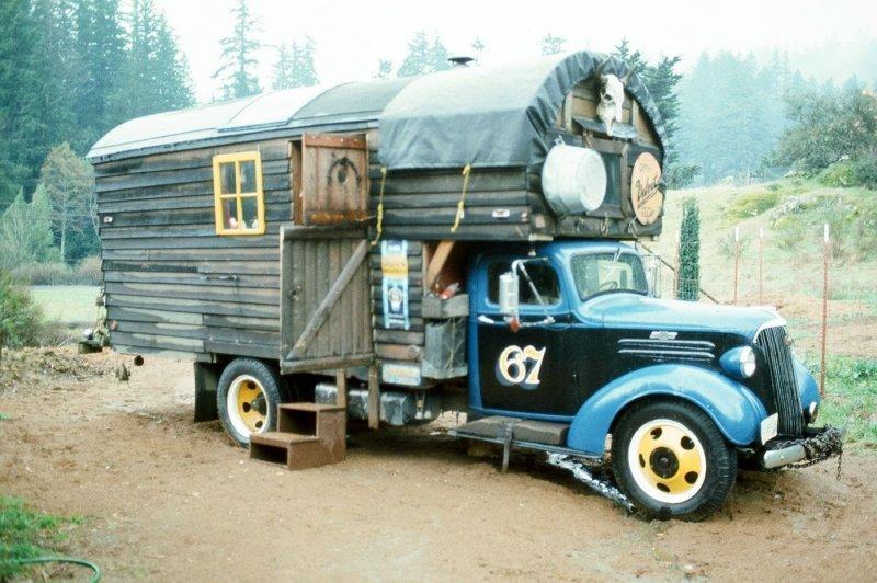 Удивительные ретро-грузовики переоборудованные в дома на колесах