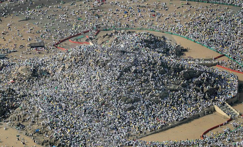 Два миллиона мусульман собрались на горе Арафат для кульминации хаджа