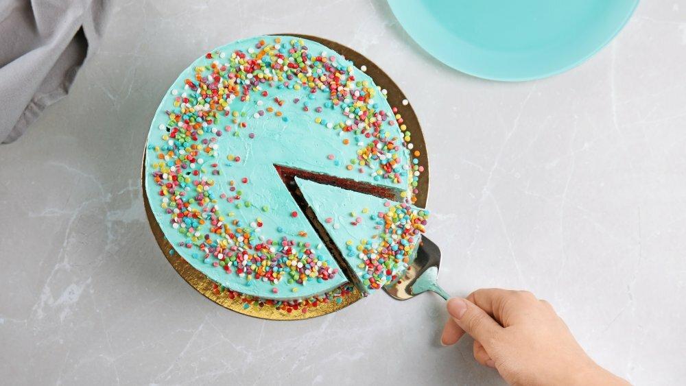 Вы всю свою жизнь неправильно резали торт! Знаете почему?