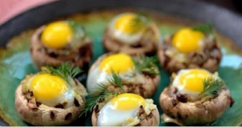 Красивая закуска к застолью: шампиньоны с яйцами