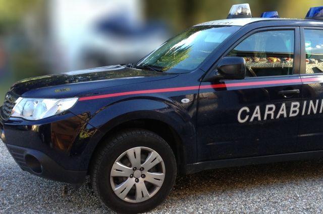 В Италии мужчина открыл стрельбу по прохожим с балкона