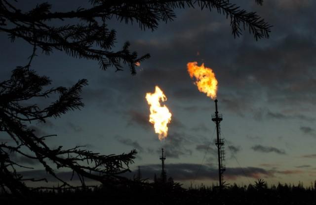 Нефтедобытчики мира стали сж…