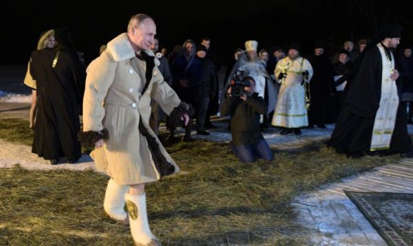 Президент России окунулся в …