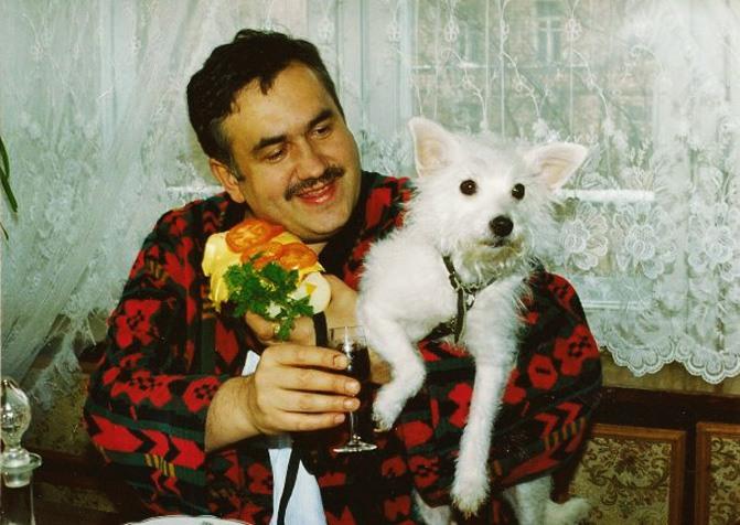 Хорошему человеку бывает стыдно даже перед собакой. Антон Павлович Чехов