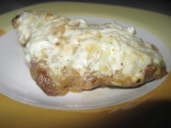Сочная и нежная печень с необычным яблочно-йогуртовым соусом, запеченная в духовке!