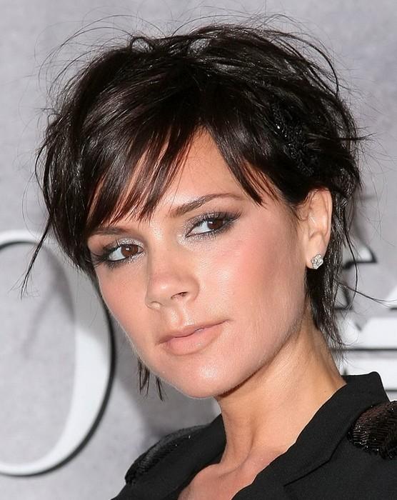 Виктория Бэкхем – отличный примёр того, как молодит правильно подобранная причёска.