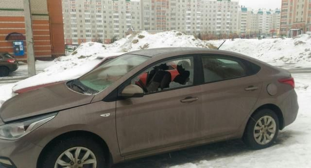 Водитель припарковал машину …