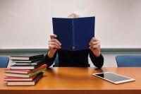 По заявлениям родителей, всё свободное время современного школьника от прихода со школы и до сна занимает выполнение домашних заданий.