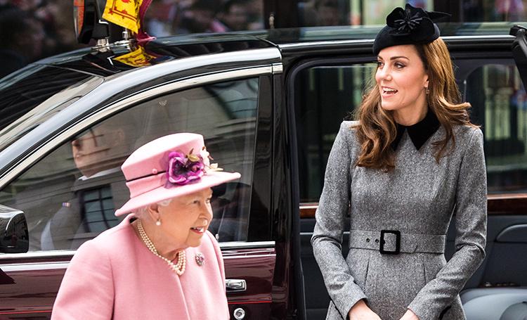 Кейт Миддлтон и королева Елизавета II впервые вышли в свет вдвоем