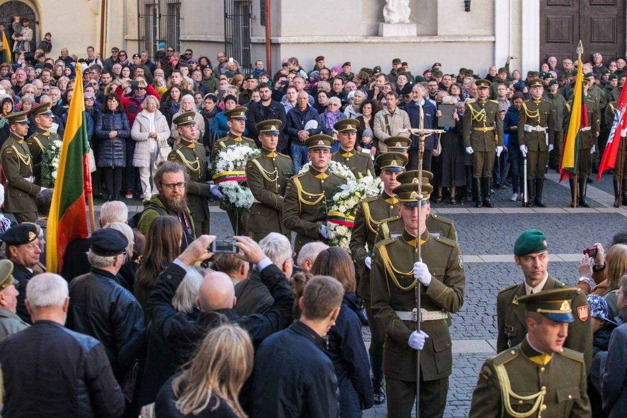 """В Литве с великими почестями перезахоронили главаря """"лесных братьев"""""""