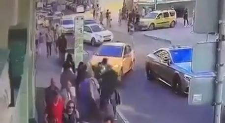 Опубликовано видео наезда такси на пешеходов в Москве