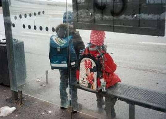 Школьников высадили в ночи из последнего автобуса. Только через 2 часа приехали мамы