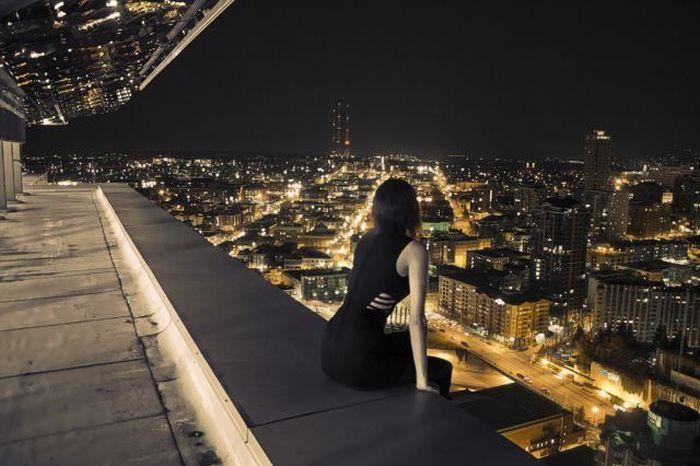 того, девушка на крыше и вид ночного города картинка ветер осенний