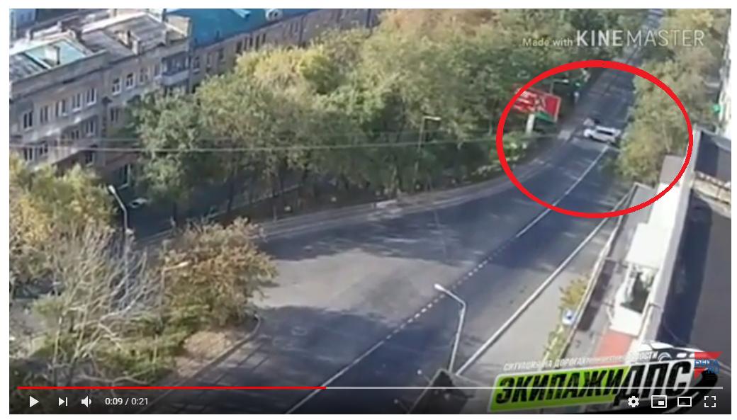 На видео появился момент смертельной аварии с байкером во Владивостоке