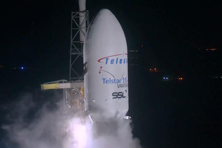 SpaceX успешно запустила ракету Falcon 9 со спутником Telstar 19V