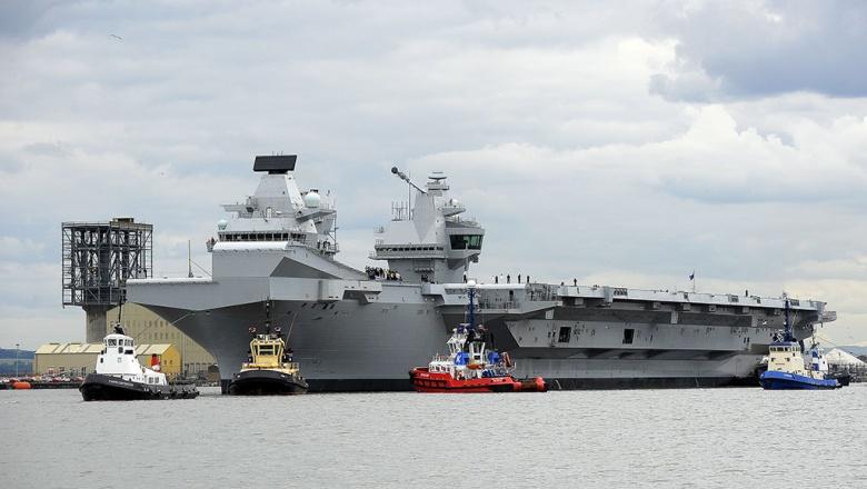 Британия усилит охрану авианосца после посадки дрона на его палубу