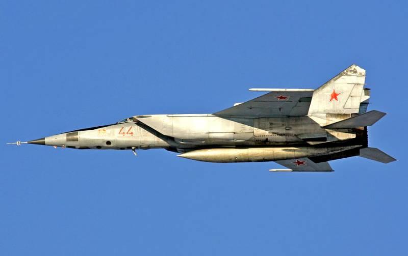 Сверхзвуковой высотный истребитель-перехватчик МиГ-25. Инфографика