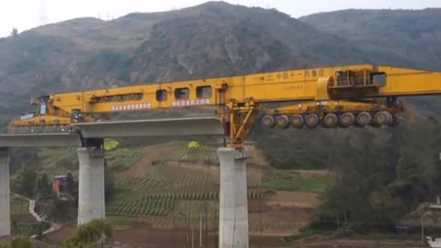 Бешеные краны: как строят мосты в Китае