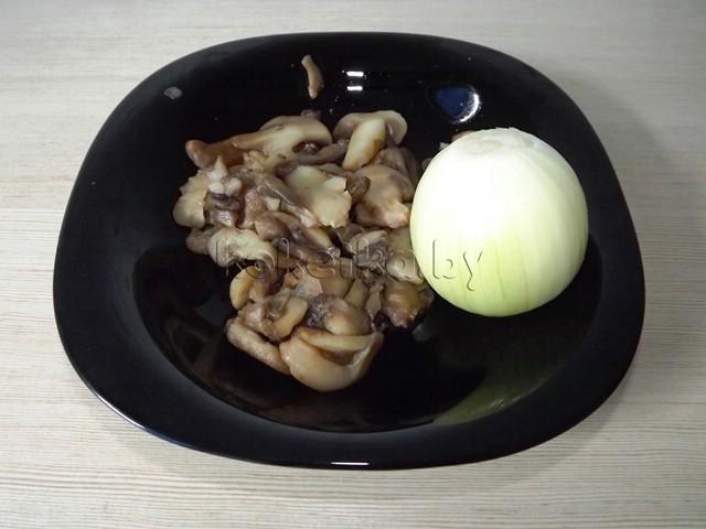 Салат с шампиньонами и курицей