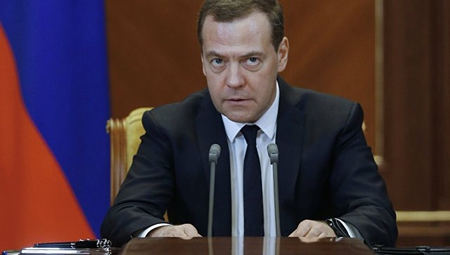 Медведев пообещал, что власти поддержат попавшие под санкции США компании