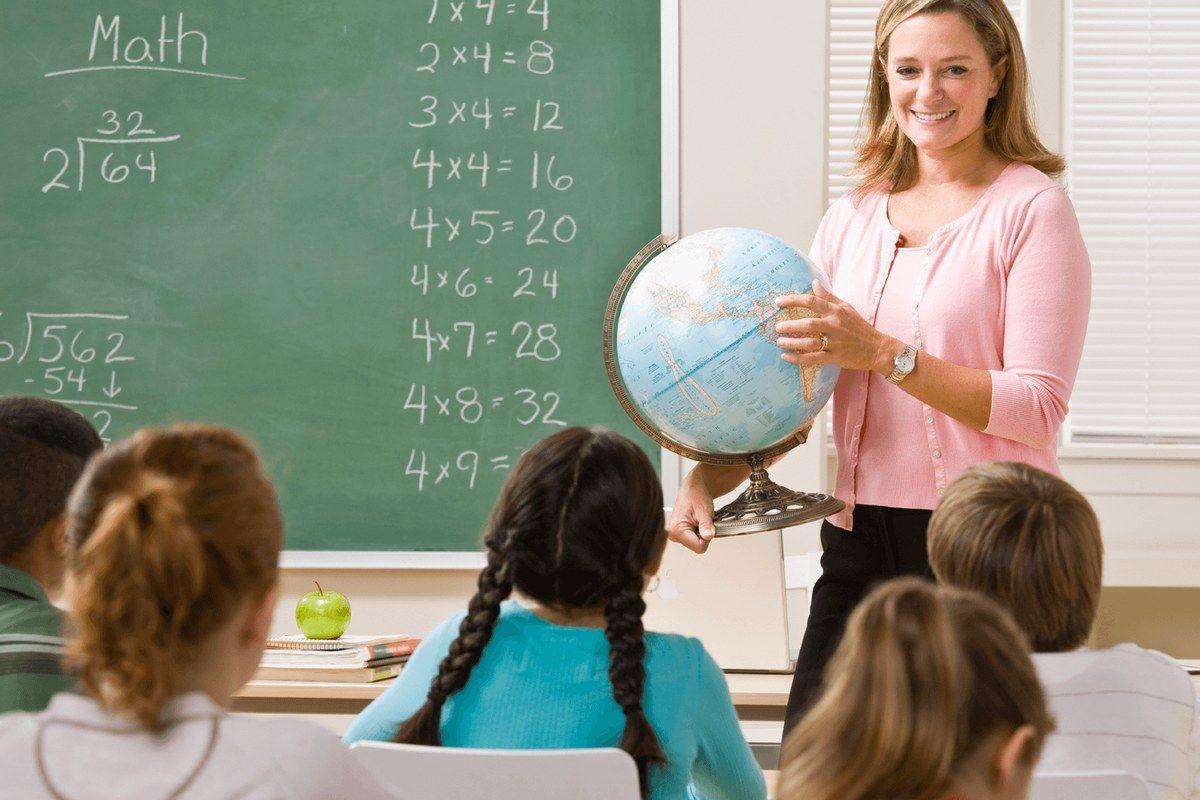Средняя зарплата учителей в Москве с начала 2018 года выросла до 90 тыс. рублей