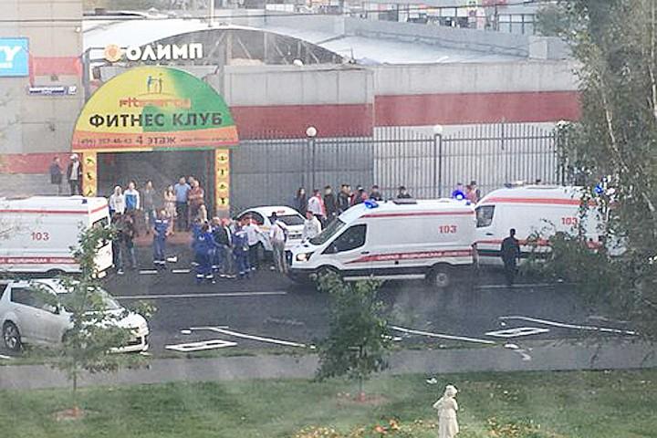 После конфликта в московском кафе мигрант въехал на машине в толпу знакомых