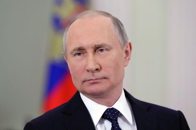 В США чиновницу подвергли дисциплинарному наказанию из-за портрета Путина