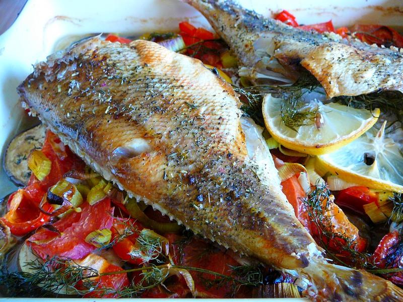 Рыбка с овощами в духовке — …