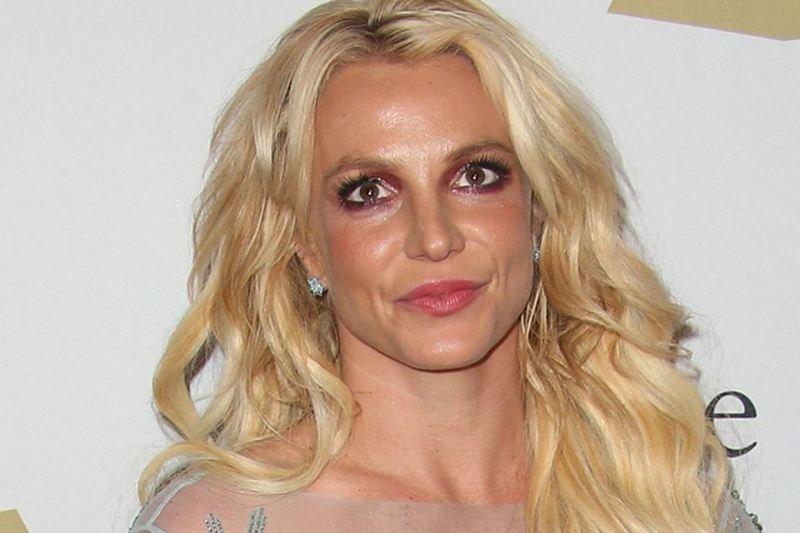 7. Не только мужчин обвиняют в домогательствах. Выяснилось, что Бритни Спирс тоже хочет то, что нельзя звезды, знаменитости, интересно, истории, обвинения, селебрити, тайная жизнь звезд, фото