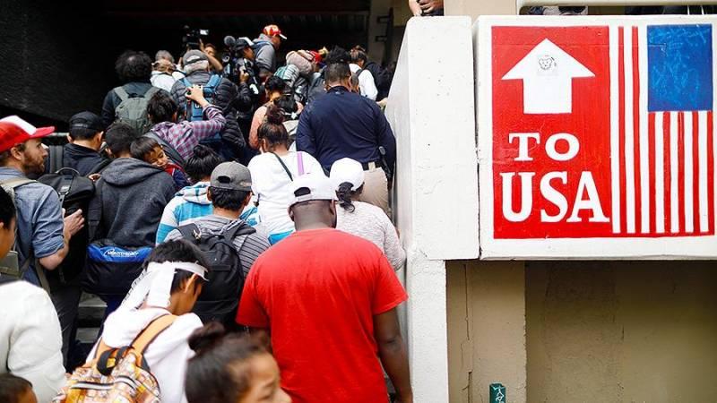 Демократия по-американски: Пентагон намерен применить силу против беженцев