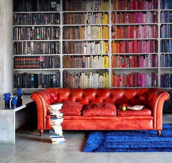 Гостиная, холл в цветах: красный, серый, бордовый, коричневый. Гостиная, холл в стилях: эклектика.