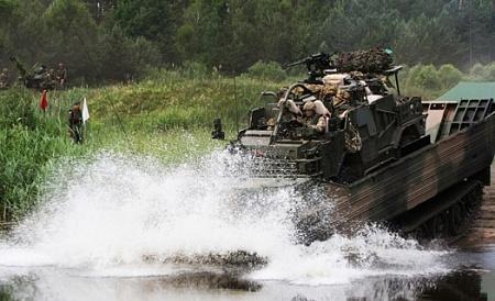 Войска НАТО форсируют реку между Литвой и Россией