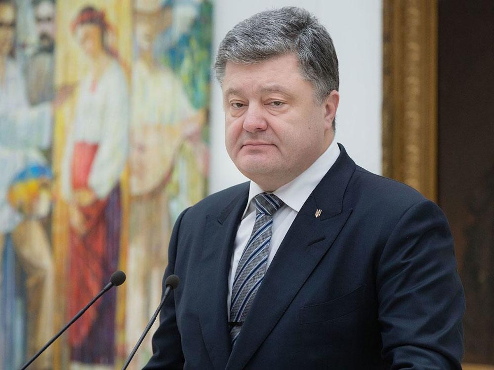 Твитом ко Дню влюбленных Порошенко вновь вызвал подозрения в пьянстве
