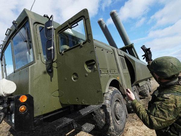 Береговая оборона Крыма встретила ракетным залпом появление в Черном море эсминца США
