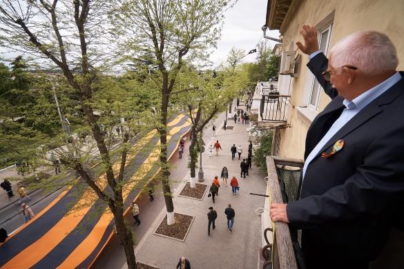 Масштабы поражают: на Параде Победы в Севастополе развернули огромную георгиевскую ленту