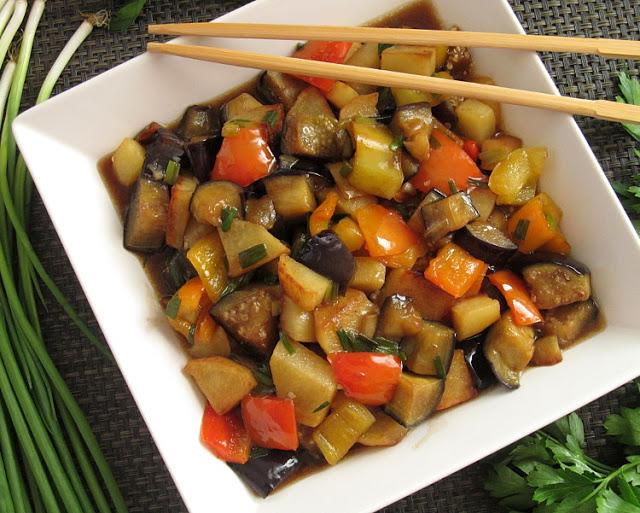 """""""Чи-Сан-Чи"""" - баклажаны по-китайски с картошкой и перцем (地三鲜)"""