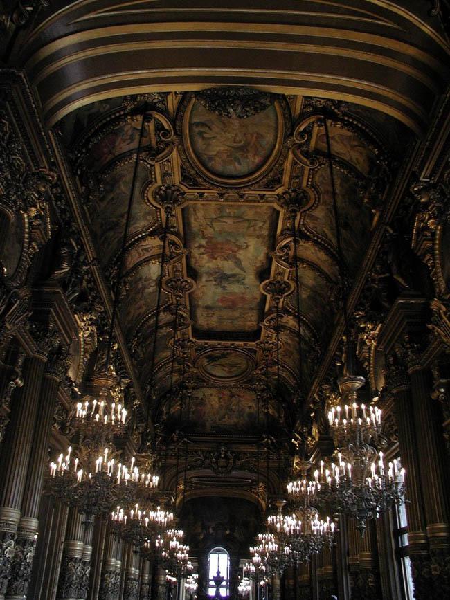 Материал появился накануне первого сезона хореографа в качестве директора балета парижской оперы