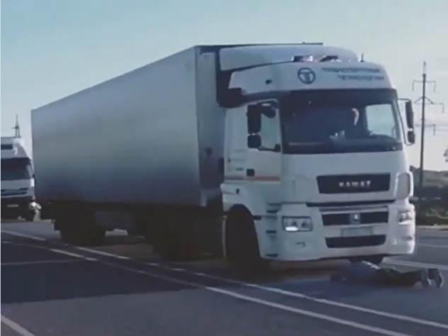 Парень прыгнул под колеса грузовика, проиграв спор о выходе России в четвертьфинал ЧМ-2018