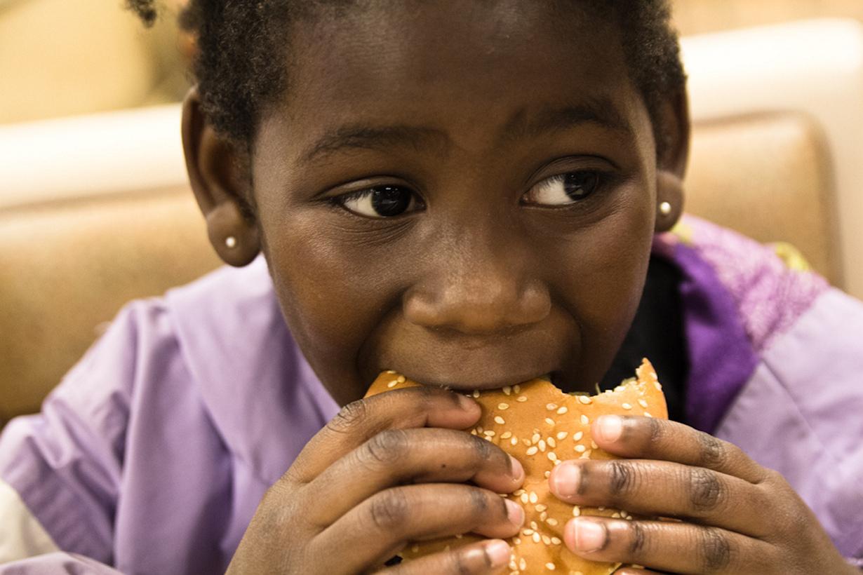 Во Франции поспешное поглощение пищи считается дурным тоном. Окружающие будут смотреть на вас с презрением, в случае если вы будете запихиваться своим обедом. (Steven Depolo)