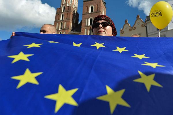 Главы МИД ЕС одобрили новый механизм санкций за химоружие