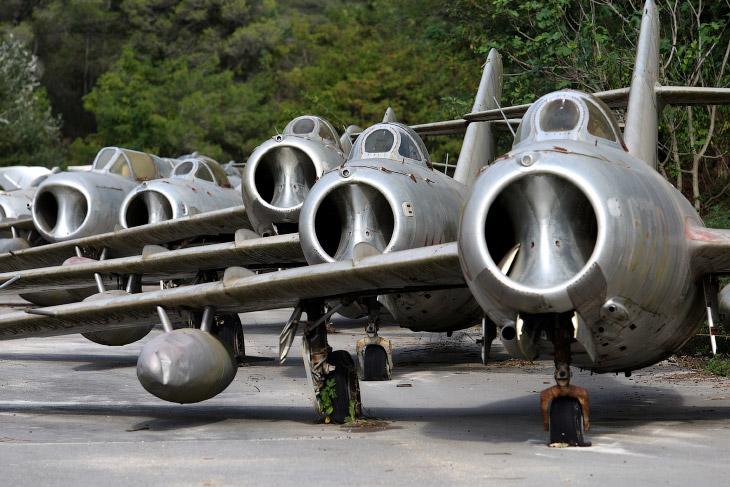 Прогулка по кладбищу советских самолетов