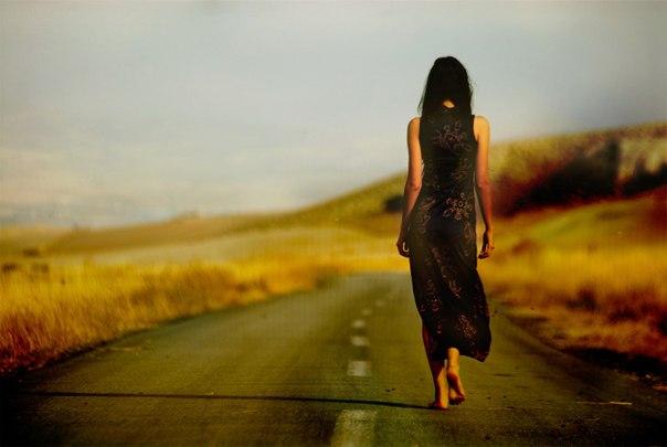Притча о лести. По дороге шла девушка, прекрасная, как фея. Вдруг она заметила, что следом за ней идёт мужчина ...