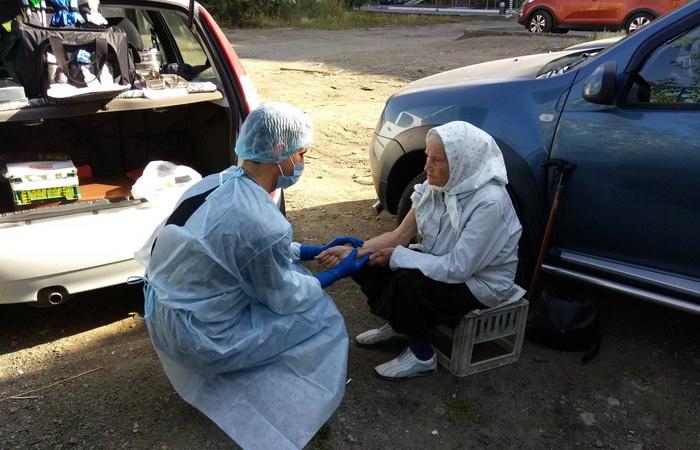 Каждую неделю врач из Челябинска помогает бездомным