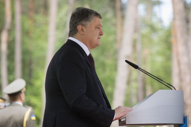 А ведь Порошенко унижался в Польше
