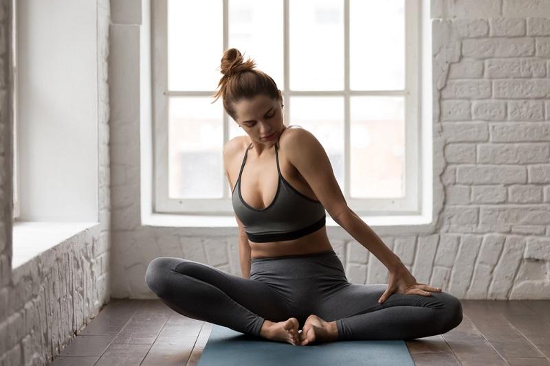 упражнение лягушка на спине