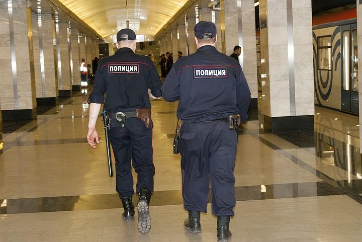 В Москве ищут мужчину кавказской внешности, убившего 23-летнего полицейского в метро