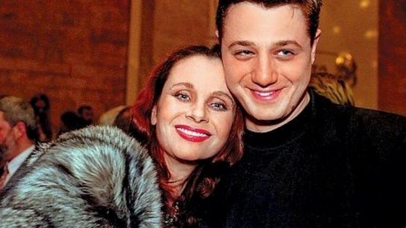 Актер Алексей Макаров после смерти Матери все наследство отписал отчиму деньги, звезды, наследство, родственники, скандалы, суд, тяжба