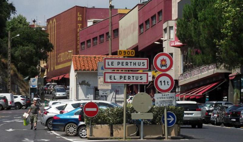 Во французской деревушке Ле Пертус хотят отказаться от налогов. И все благодаря оплате парковки
