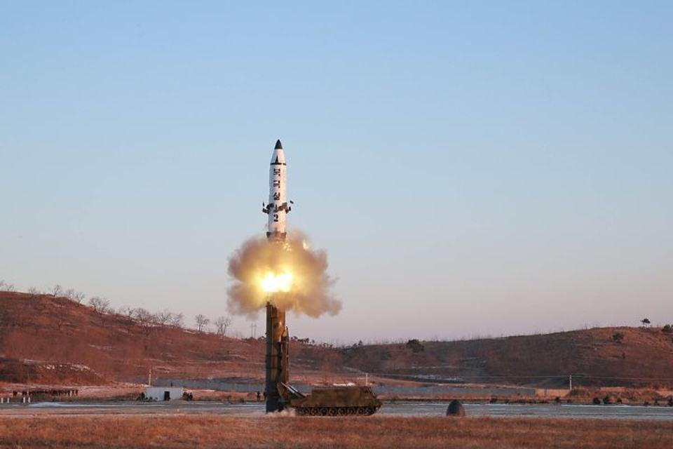 КНДР испытата ракету средней…